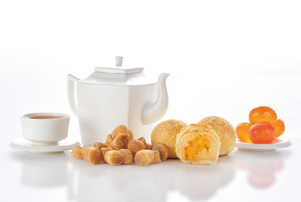采采食茶中秋禮盒總是讓市場期待,今年從圖樣設計、禮盒外型到月餅等內容物都令人驚豔...