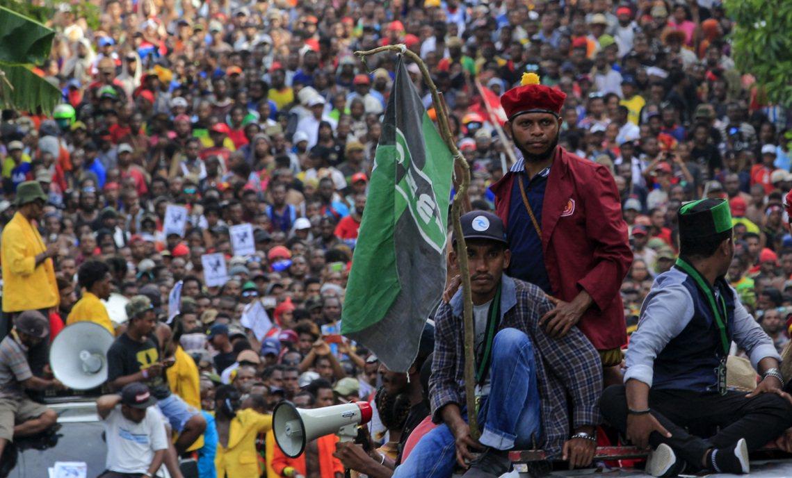 8月19日,巴布亞省的查亞普拉(Jayapura)有上千名示威者上街抗議。 圖/...