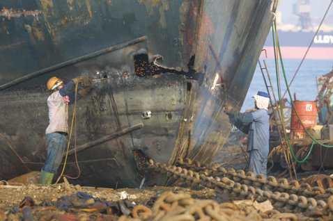 從榮景到沒落,見證時代洪流的拆船師傅阿金