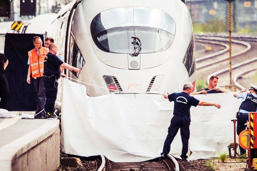 7月29日上午,法蘭克福中央火車站的第七月台,來自慕尼黑的 ICE 高鐵正在進站...