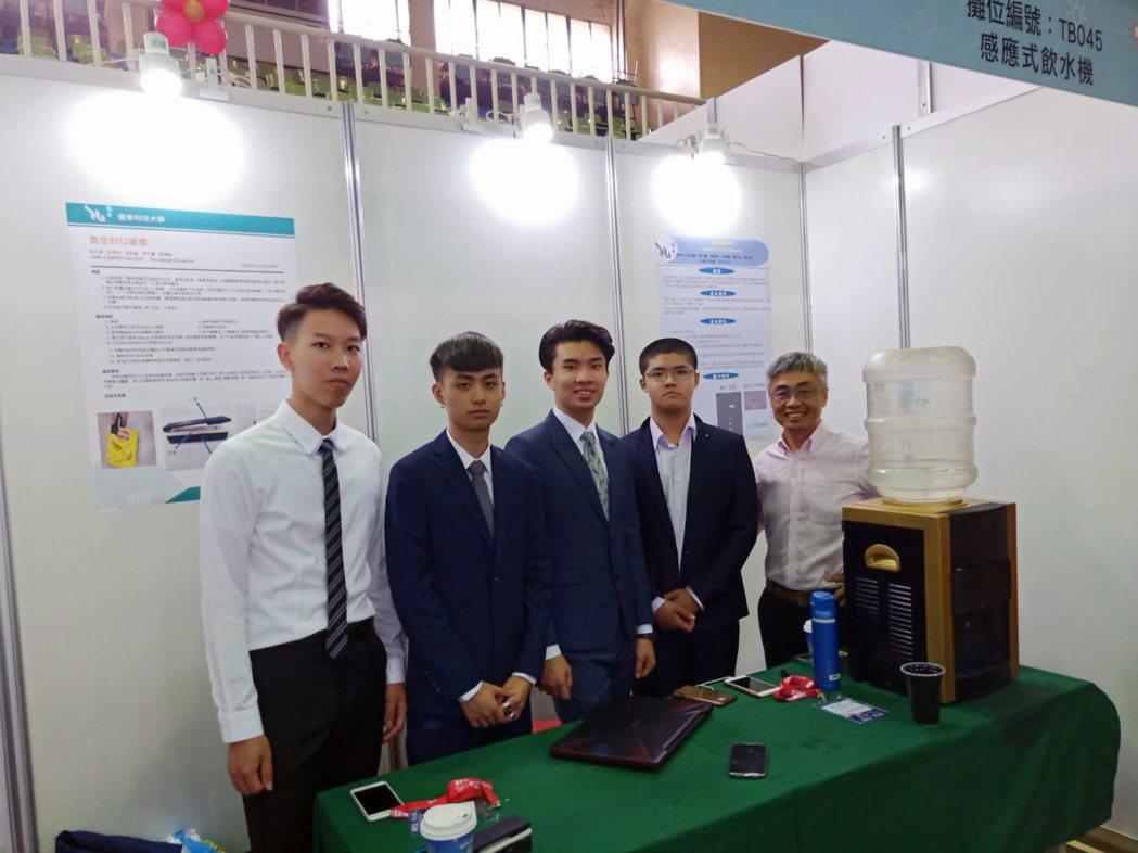 2019臺灣國際創新發明競賽,龍華五專生奪下6獎表現耀眼。龍華科大/提供