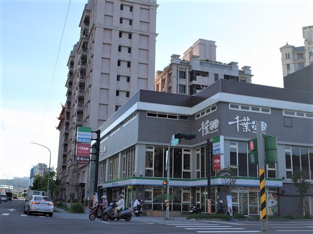 新北五股洲子洋重劃區整齊街廓已成形,知名連鎖商店進駐,生活機能陸續到位。 業者/...