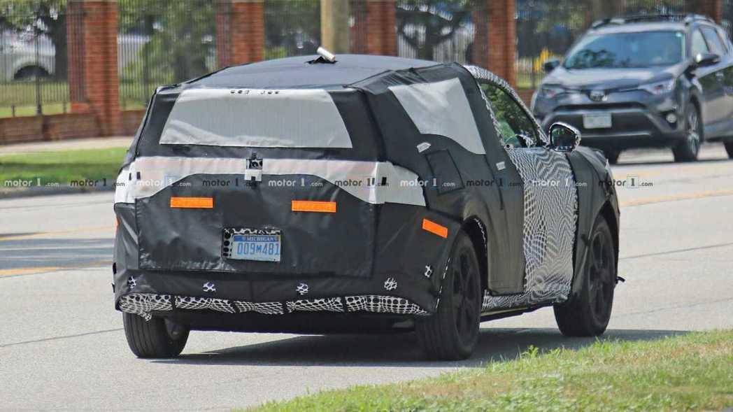 全新純電休旅Ford Mach 1身穿詭異且格格不入的偽裝衣,似乎不想那麼快讓世...