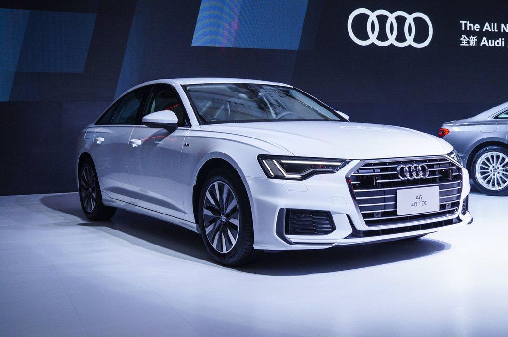 Audi A6外觀車頭設計以更趨稜角、寬扁造型的單體式盾形水箱護罩作為新世代的造...