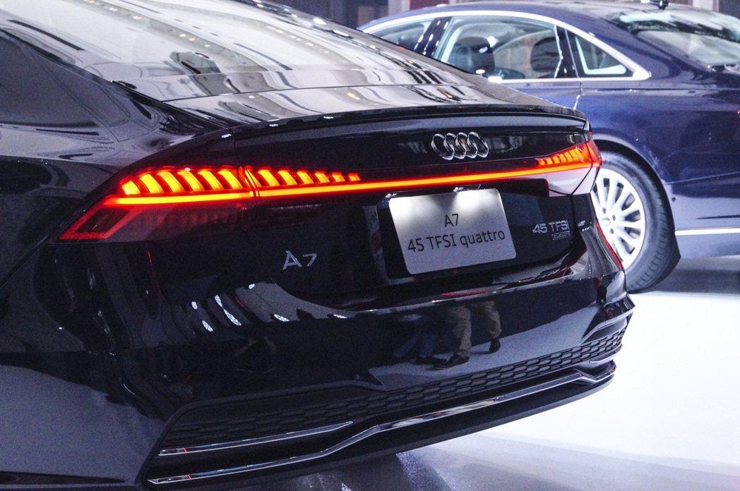 LED 後尾燈組附動態指示方向燈,搭載動態變化科技,在路上絕對是注目焦點。 記者...