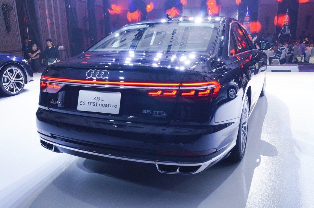 全新的「Audi OLED動態尾燈」OLED元件藉由小面積區塊3D立體分佈創造出...