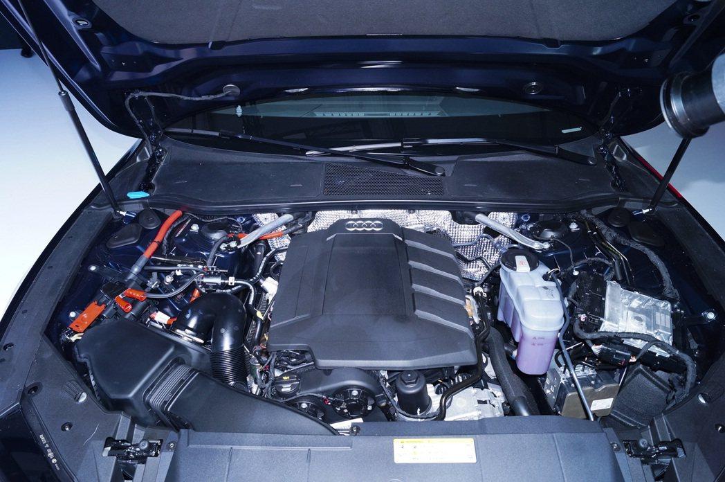 A7 Sportback搭載2.0升TFSI直列四缸渦輪增壓汽油引擎,配合全新開...