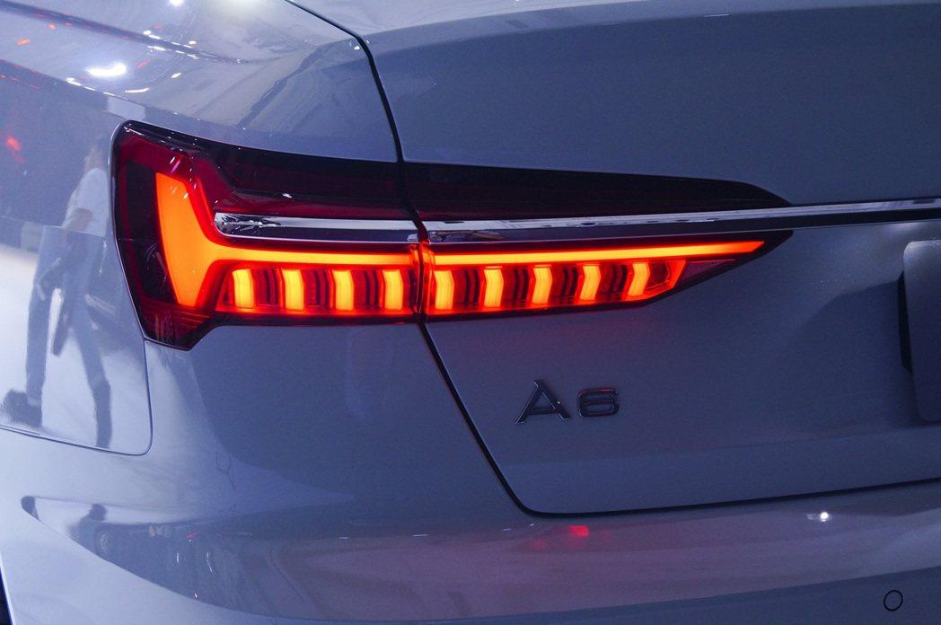 新世代A6的尾燈則是讓鍍鉻飾條穿梭其中,展現優雅沉穩的風格。 記者趙駿宏/攝影