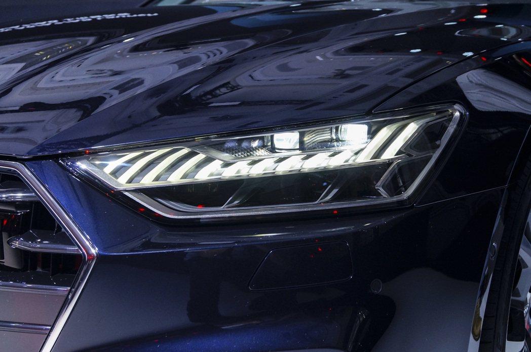 A7 Sportback 45 TFSI quattro將高階矩陣式 LED 極...