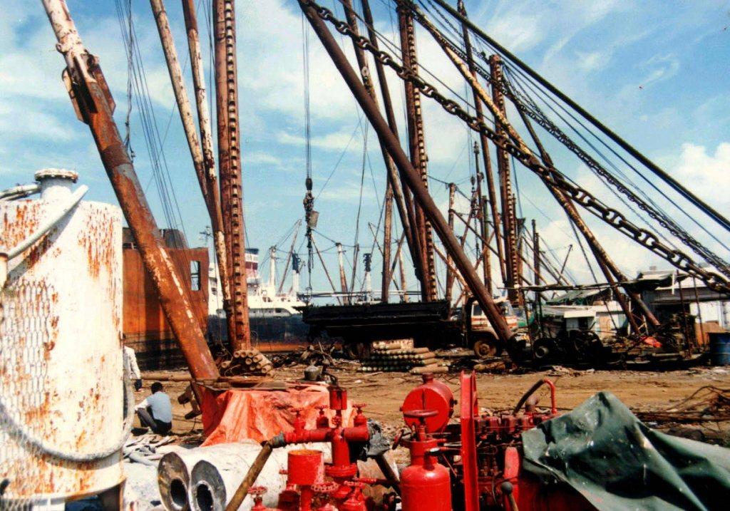 1988年,高雄港大仁拆船碼頭區。 圖/聯合報系資料照
