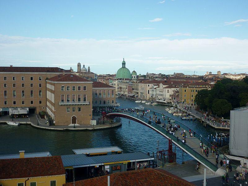 威尼斯憲法橋設計不良,西班牙建築師卡拉特拉瓦遭罰7萬8,000歐元。(photo...