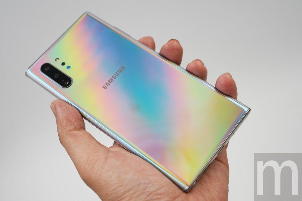 此次三星在Galaxy Note 10系列加入呈現多變色澤的星環銀配色