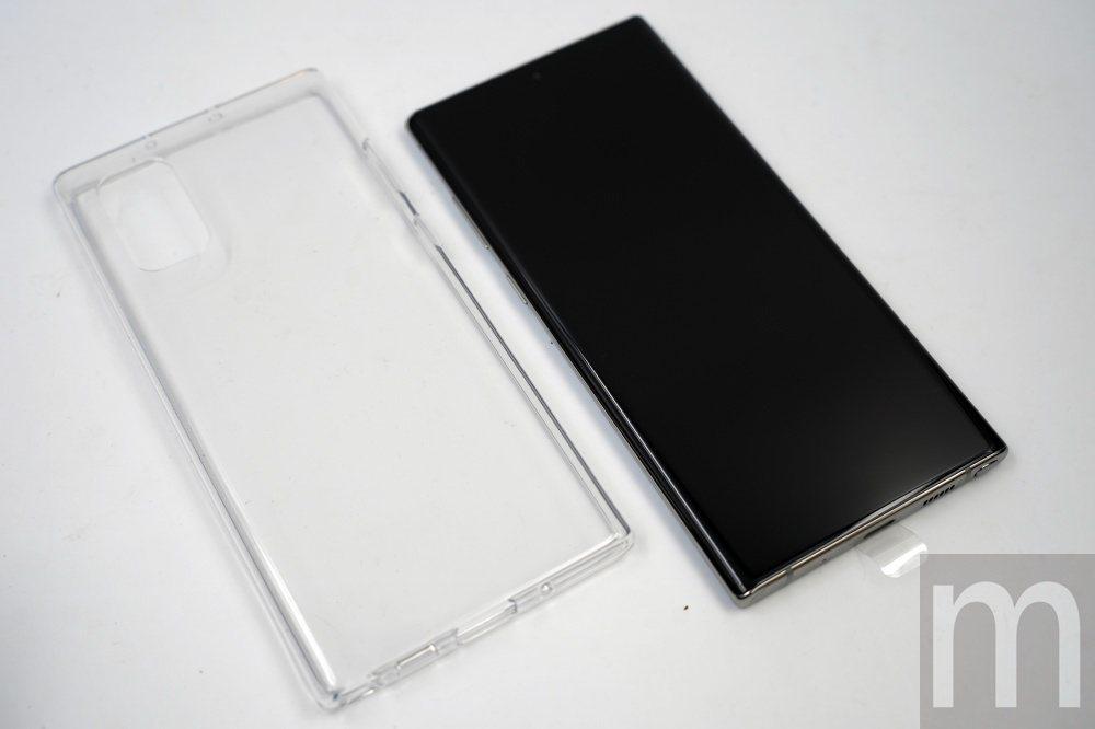 與Galaxy S10系列一樣,Galaxy Note 10系列此次也在盒裝附贈...