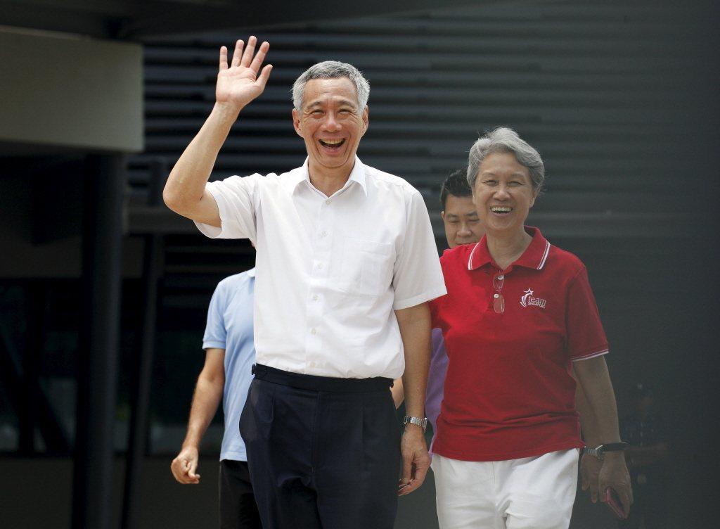 星國總理李顯龍(左)與夫人何晶。路透