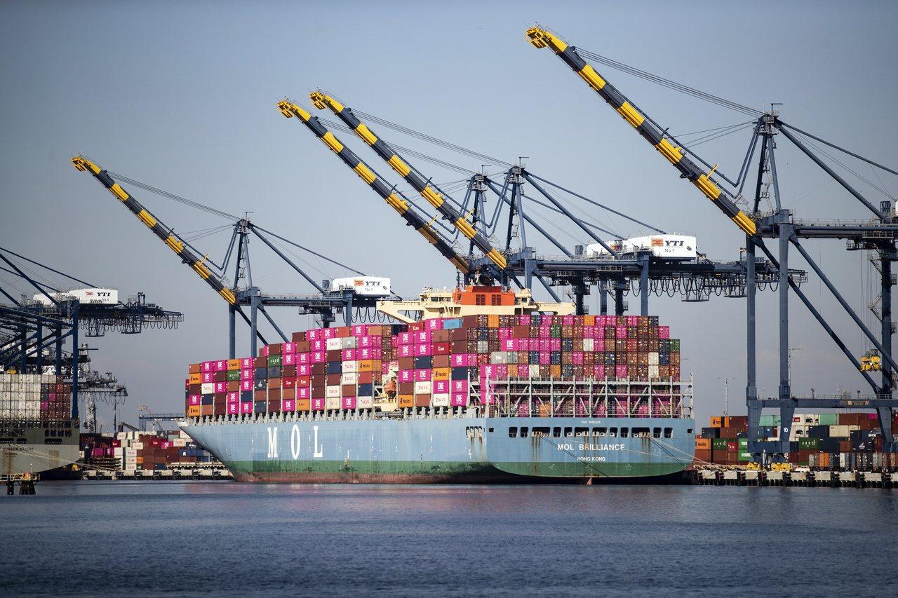 美國國會預算辦公室示警,貿易戰將使美國GDP減少0.3%。 歐新社