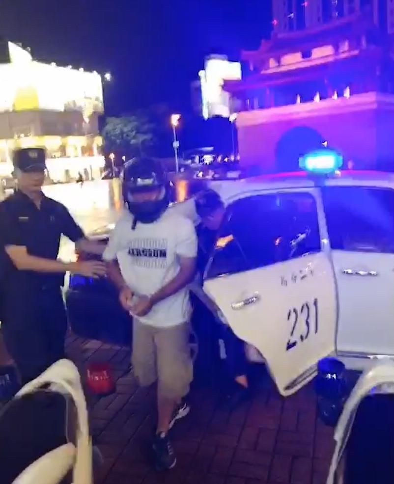 張姓男子落網,遭警帶回偵辦。記者王駿杰/翻攝