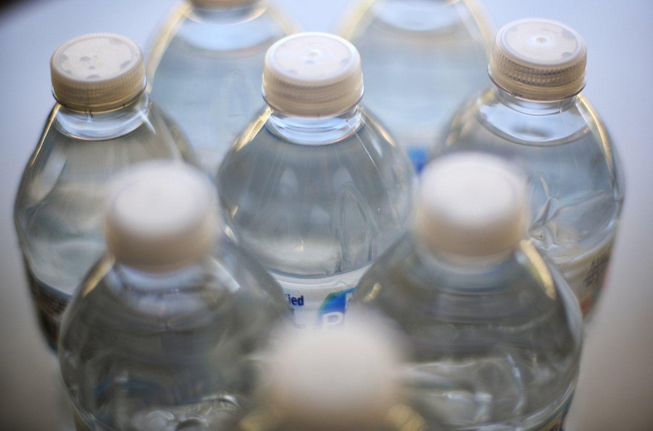 世界衛生組織表示,飲用水中塑膠微粒含量對人體傷害風險不高。美聯社