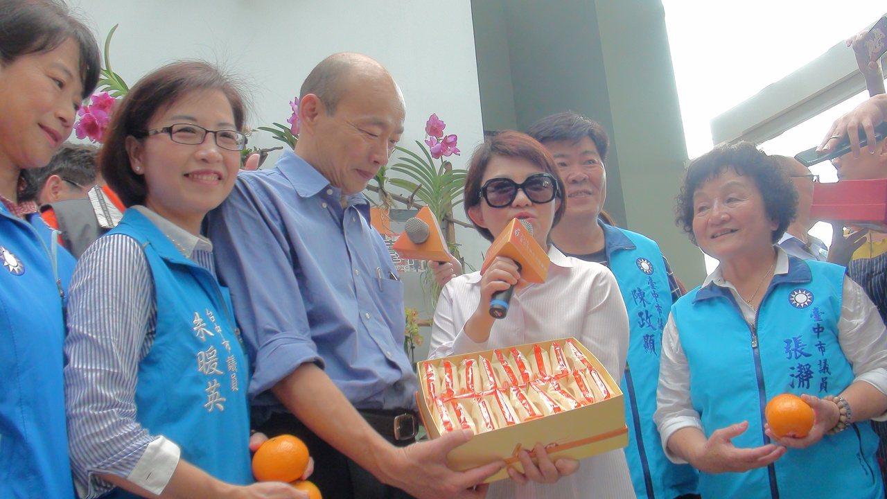 高雄市長韓國瑜今年四月和台中市長盧秀燕同框。本報資料照/記者余采瀅攝影