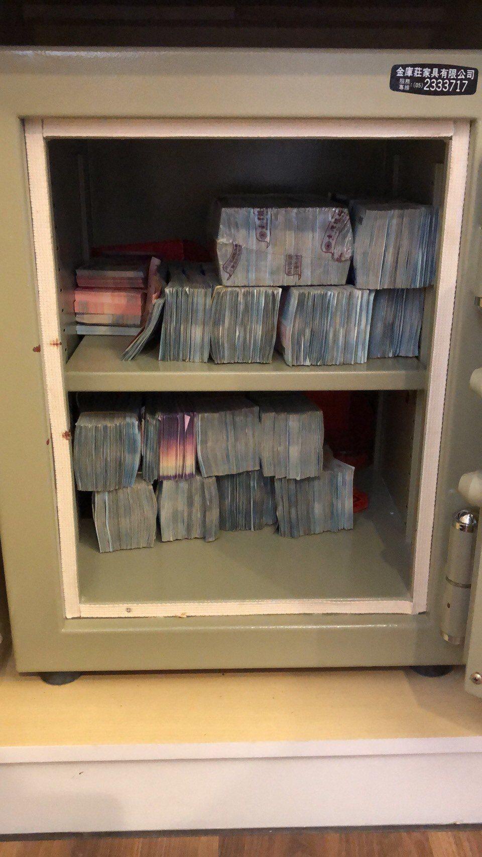 吳姓夫婦從事地下匯兌,嘉義地檢署在吳妻娘家查獲二億四千萬元現金。記者姜宜菁/翻攝