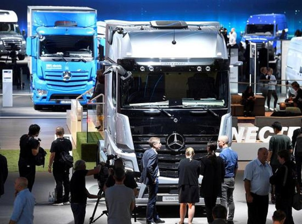 賓士計畫在大陸生產重型卡車。圖/新浪財經
