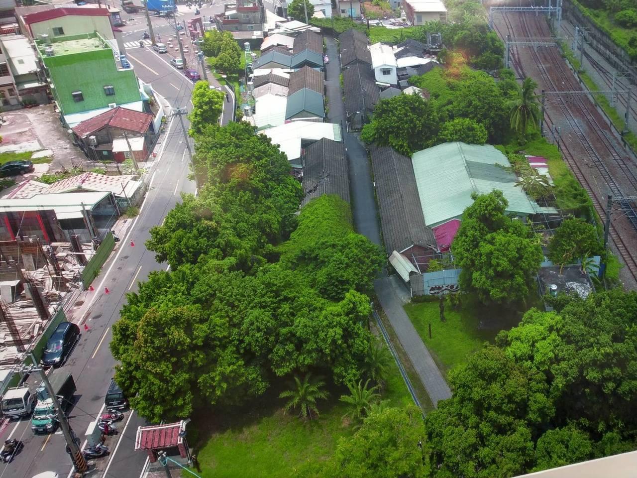 高雄都發局今天宣布選定大樹區「九曲堂」車站北側的舊宿舍鐵道巷,將結合專業團隊,進...