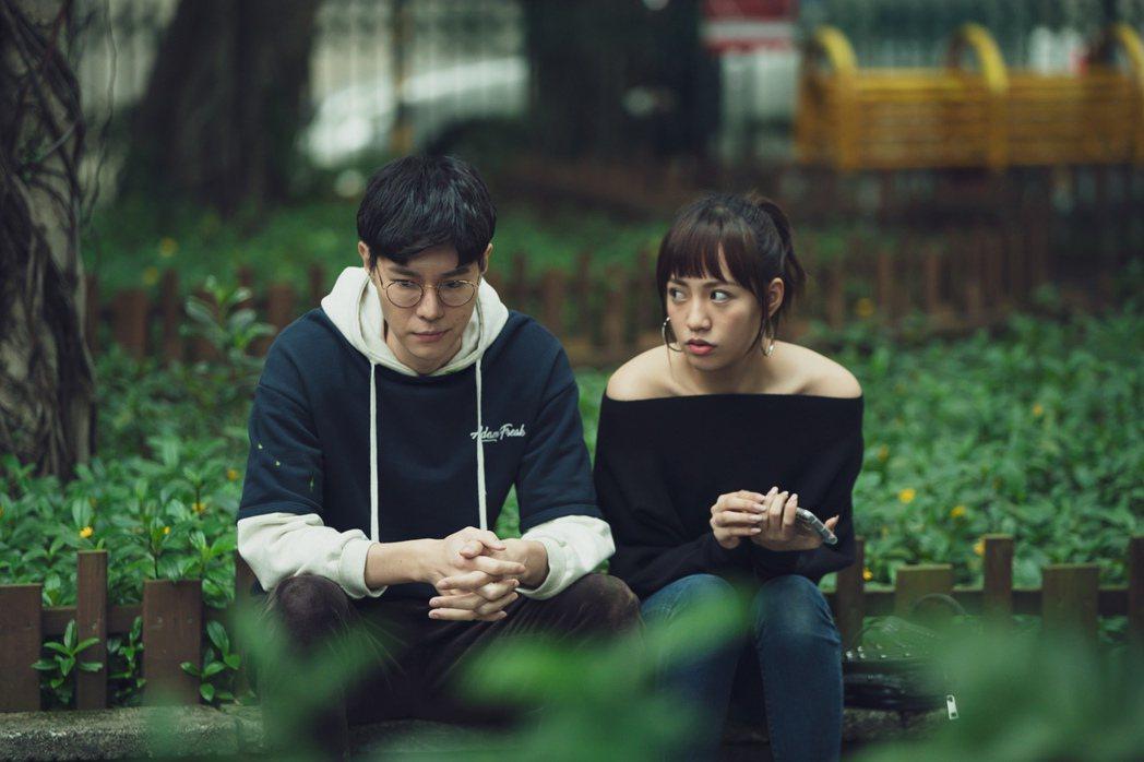 吳珝陽(左)與焦曼婷飾演閨蜜。圖/LINE TV提供