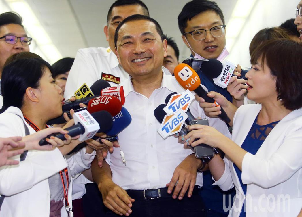 侯友宜上午出席「E-1-9服務再升級」記者會,被媒體追問對核電的態度,但侯卻罕見...
