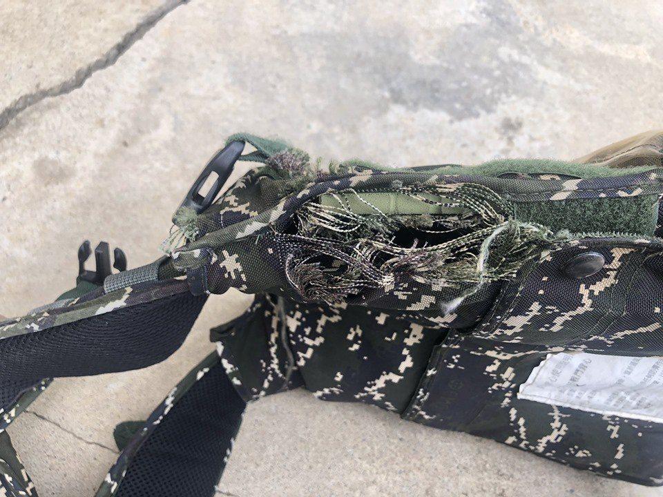 國防部軍備局自行製撥官兵戰鬥個裝,近日卻有海軍陸戰隊官兵附上裝備破損的照片上網爆...
