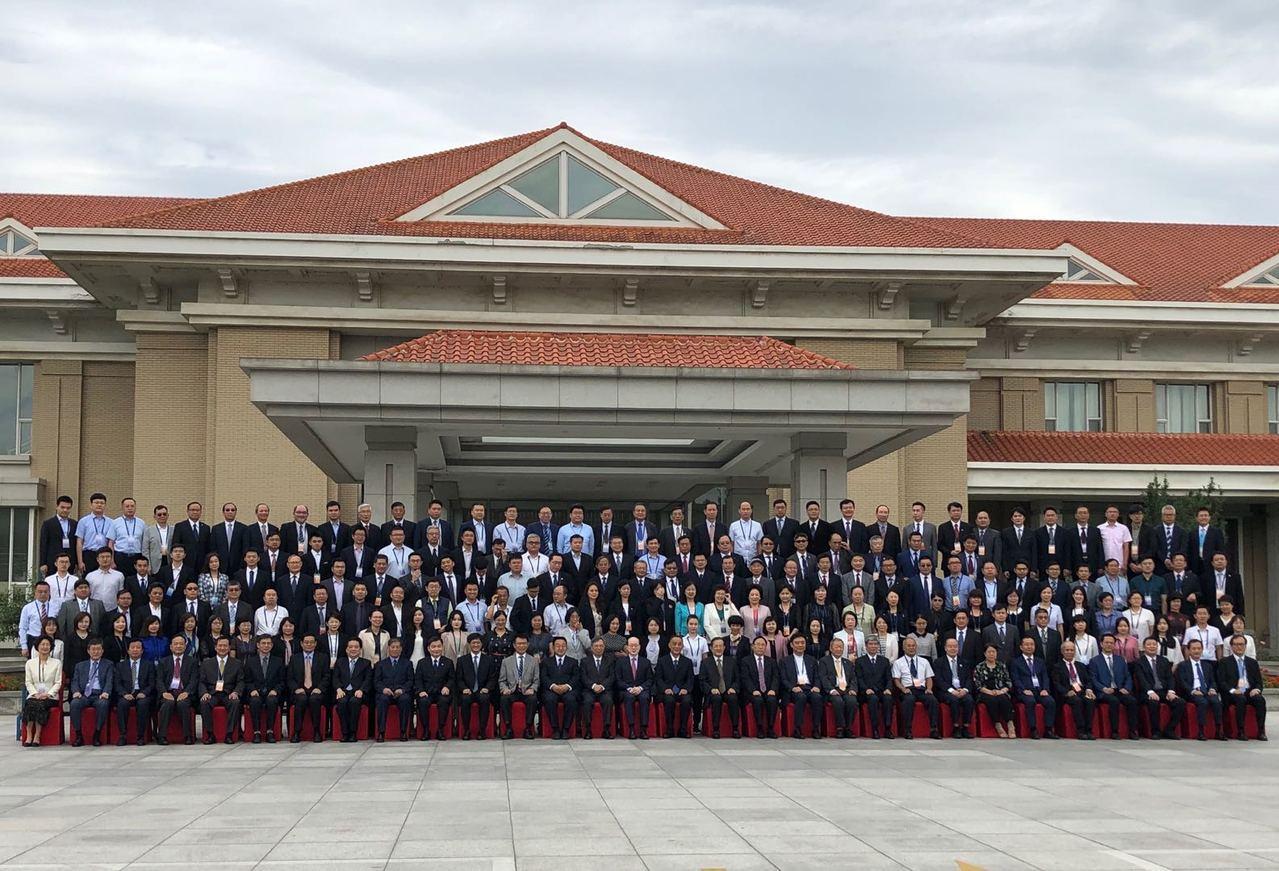 第八屆「兩岸和平發展法學論壇」今天在天津舉行,主辦單位介紹,論壇得到台灣18個法...