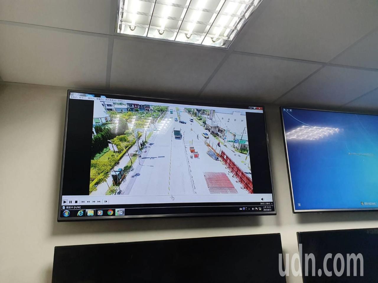 今日進行該工程的成效評估,警方利用空拍機從高空中俯瞰拍攝,觀察車流及車輛行經該路...