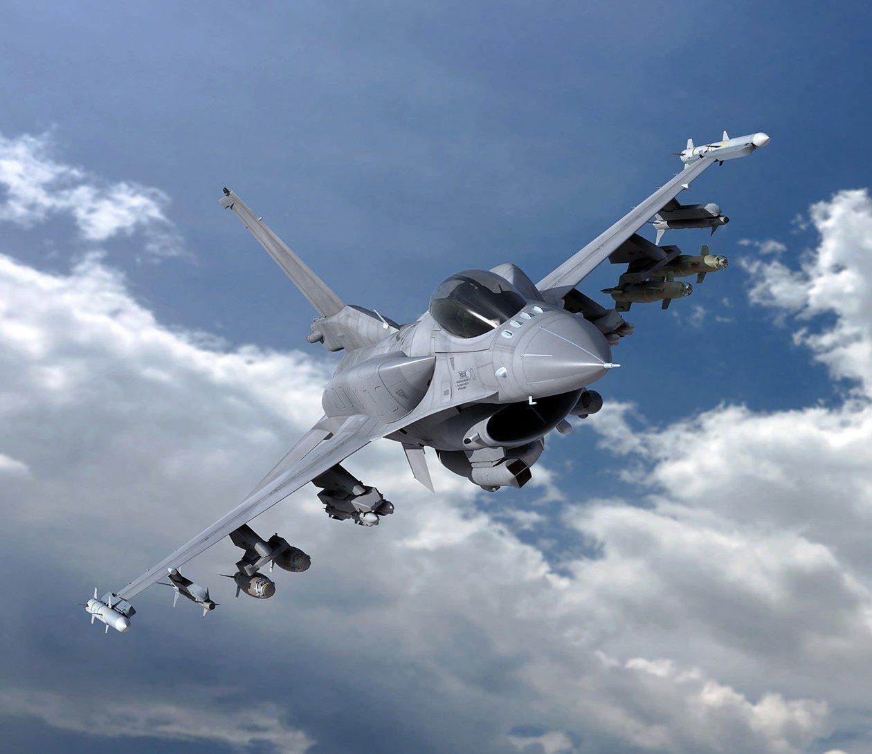 F-16V執行對地打擊任務的示意圖:機背加掛兩個低阻力適型油箱,國軍F-16A/...