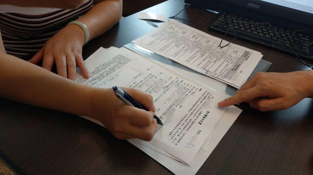 李隆軍說明,病人自主權利法上路後,病患透過預立醫療決定的簽署,擁有選擇接受或拒絕...