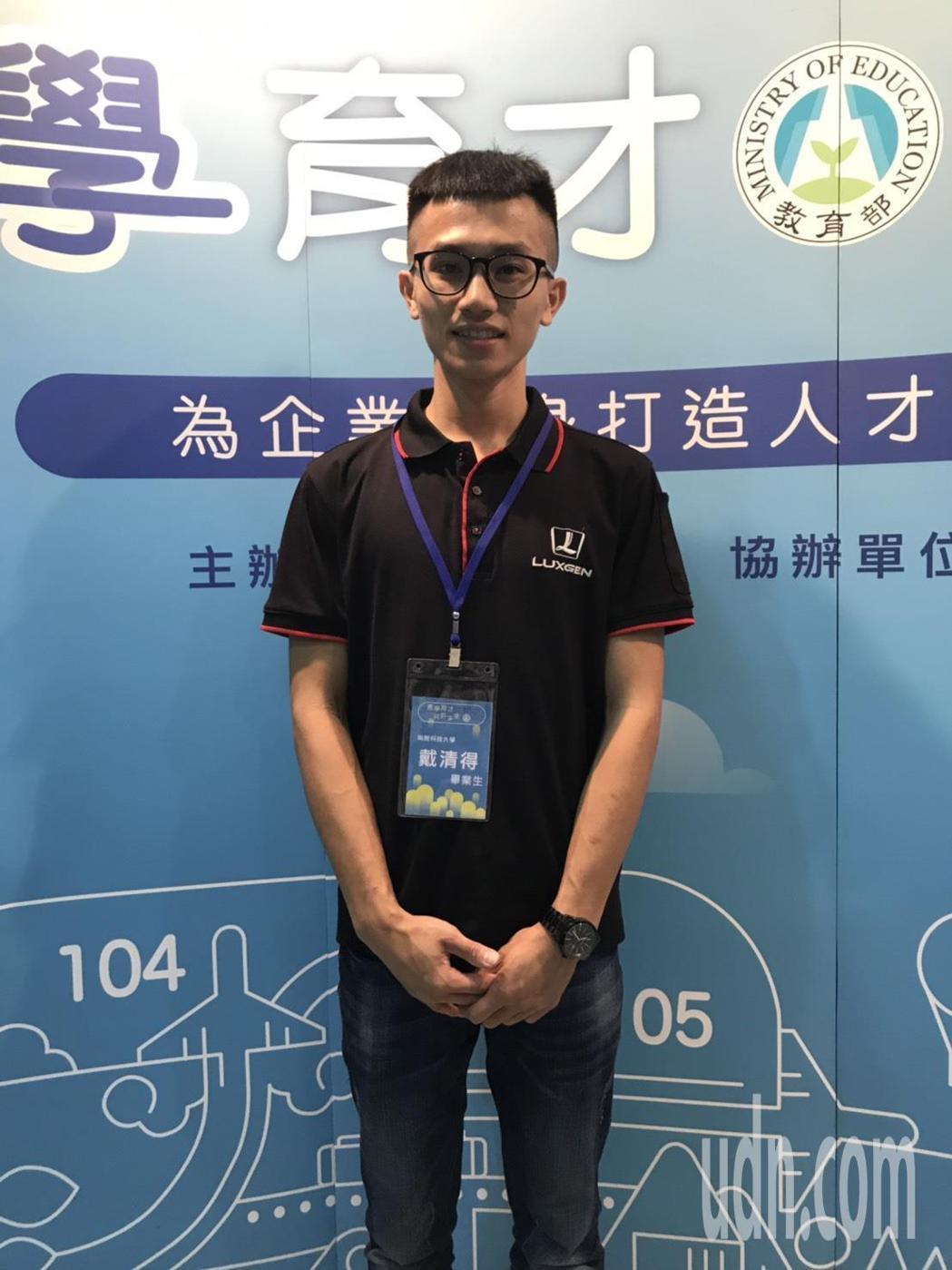 南開科技大學畢業生戴清得表示,藉由產業學院課程中找到了自信跟興趣,畢業直接被中智...