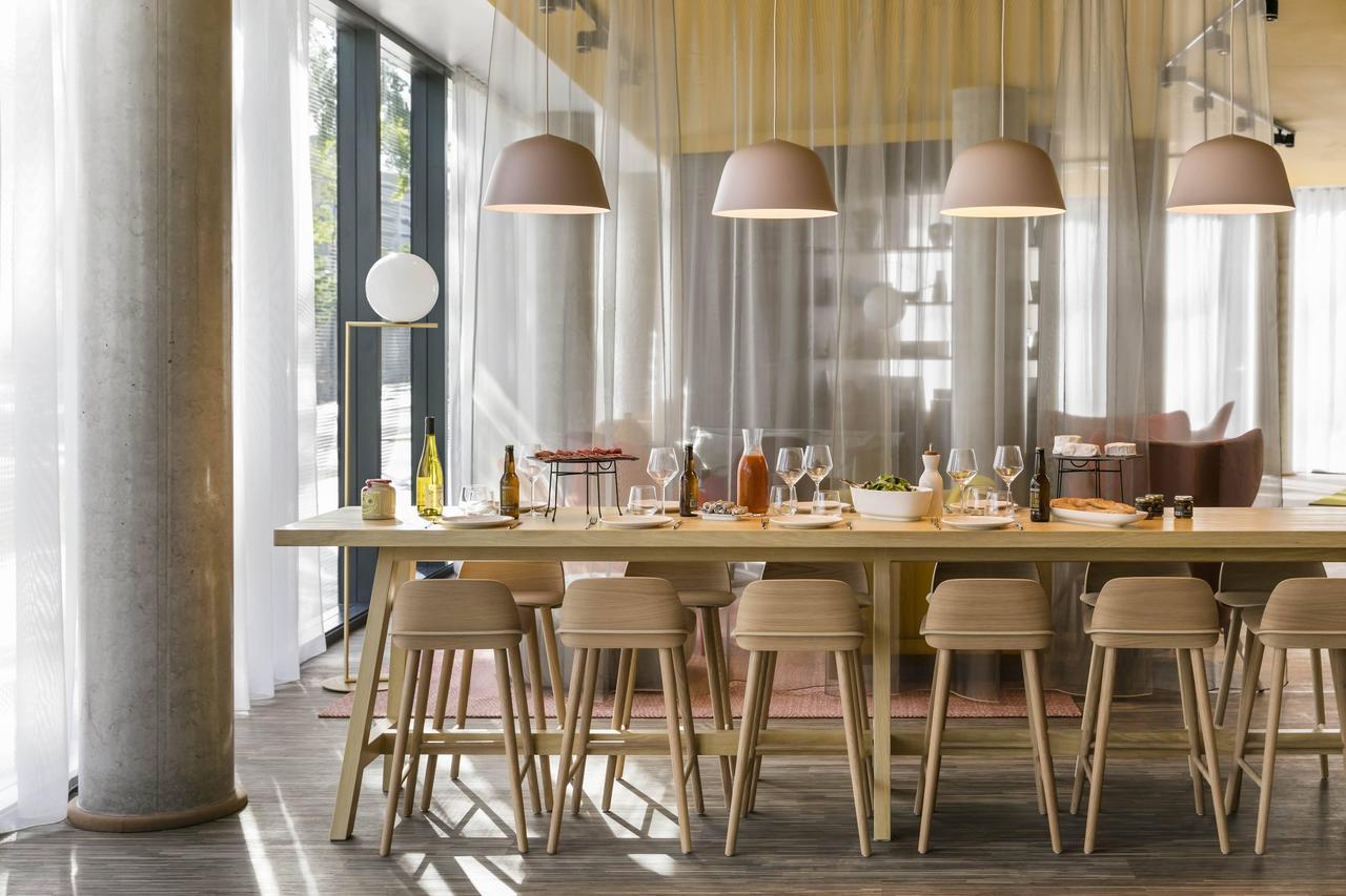 時尚的「巴黎凡爾賽門奧科飯店」除了豐盛的自助式早餐外,還提供許多有機佳餚,滿足喜...