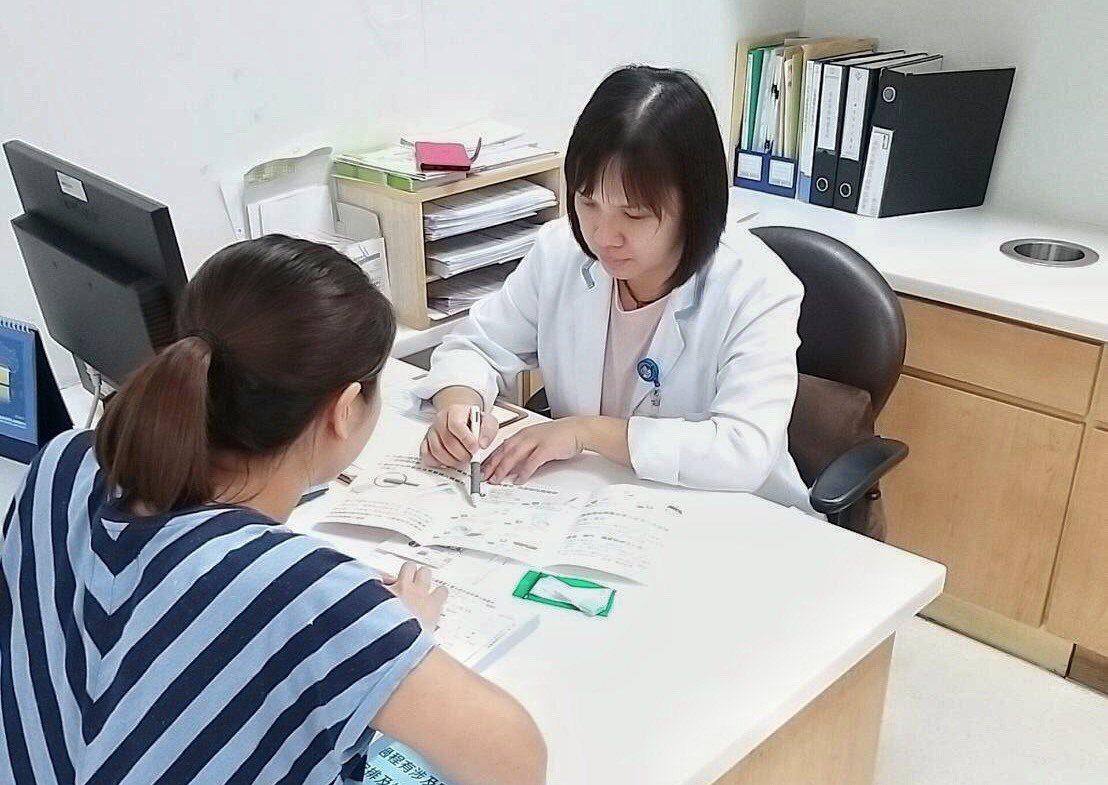 羅東博愛醫院每周6天在門診醫學大樓顧客服務中心開設癌症預防篩檢窗口,提供民眾免費...