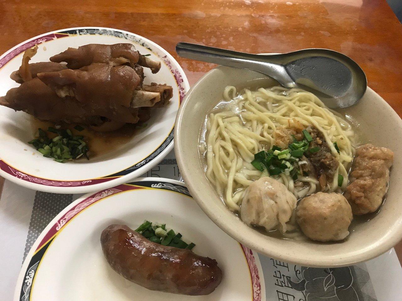 總統蔡英文7月底到彰化市陳稜路吃知名的貓鼠麵,業者乾脆推出160元的總統套餐,套...