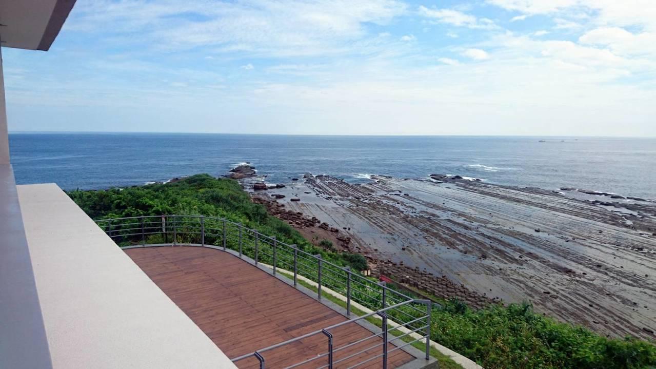 馬崗觀景台下方有海蝕平台,潮間帶生態豐富。圖/東北角管理處提供
