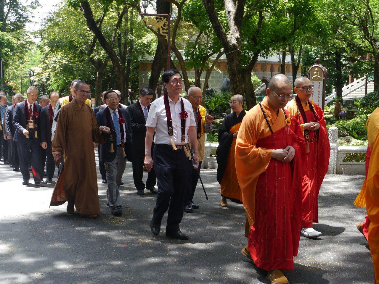 高雄市府副市長李四川代表市府出席「供僧法會」。記者徐白櫻/攝影