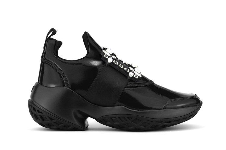 Roger Vivier Viv Run黑色水鑽扣飾休閒鞋,42,600元。圖/...