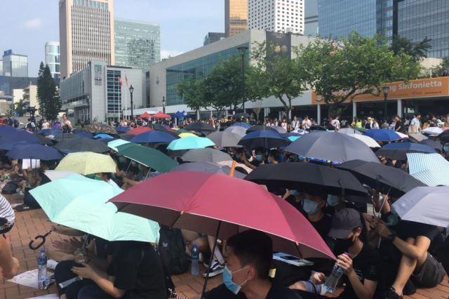 香港中學生中環集會,促港府撤回修例。圖/取自信報財經網
