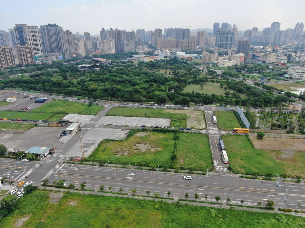 高市府地政局今(22)日公告今年第3季開發區土地標售,共計18 標19 筆建地,...