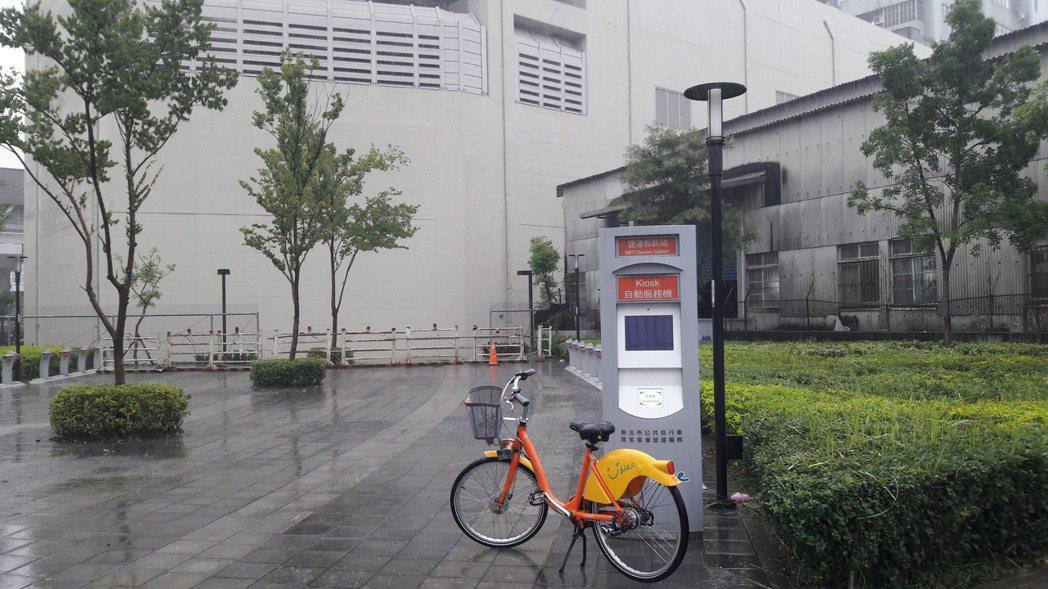 環狀線板新站後方廣場將設置YouBike新站點,明天將正式啟用。圖/新北市交通局...