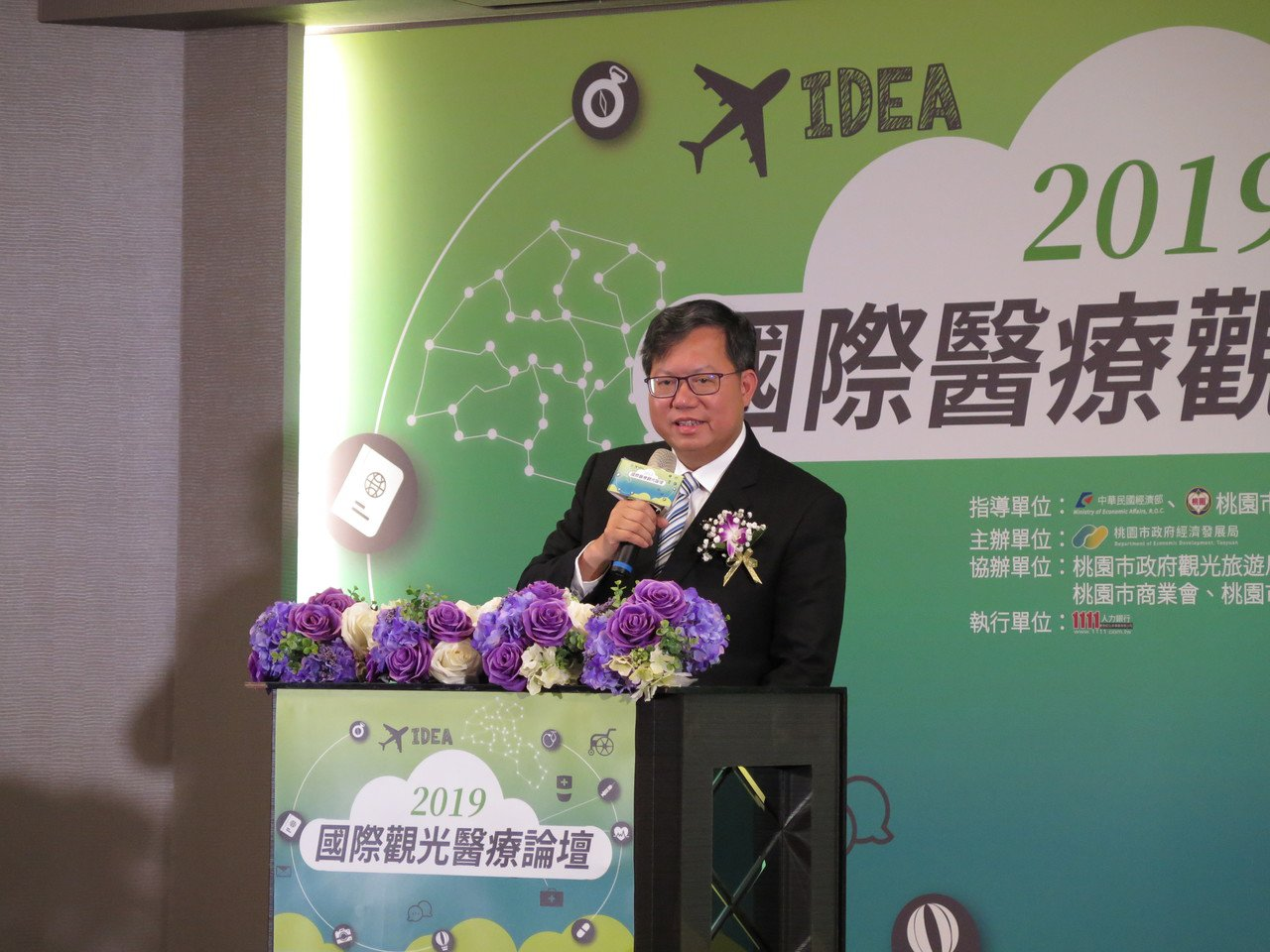 市長鄭文燦今天下午出席國際醫療觀光研討會,會後受訪談到減肥話題。記者張裕珍/攝影