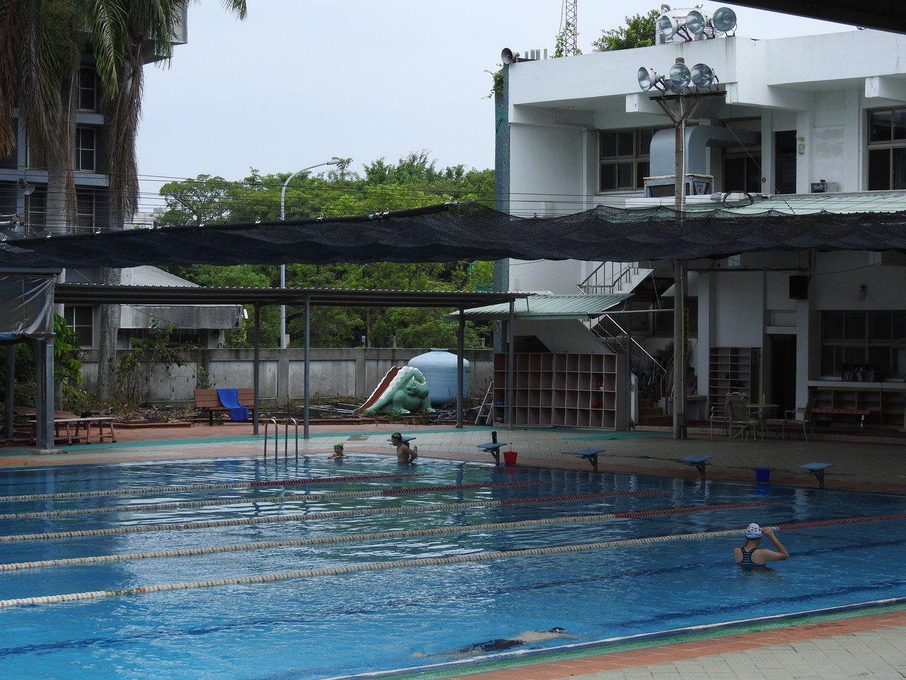 草屯游泳池委外遭棄標 公所明起免費開放1個月