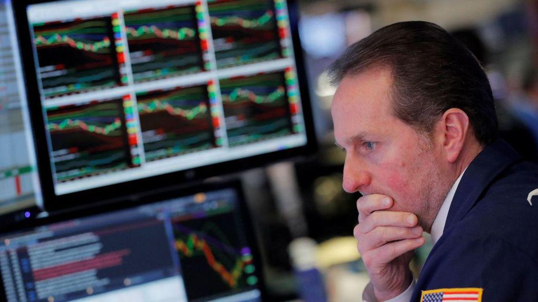 策略師指出,在當前市場動盪中,有五個「敗象」比殖利率曲線反轉更值得投資人關注。 ...
