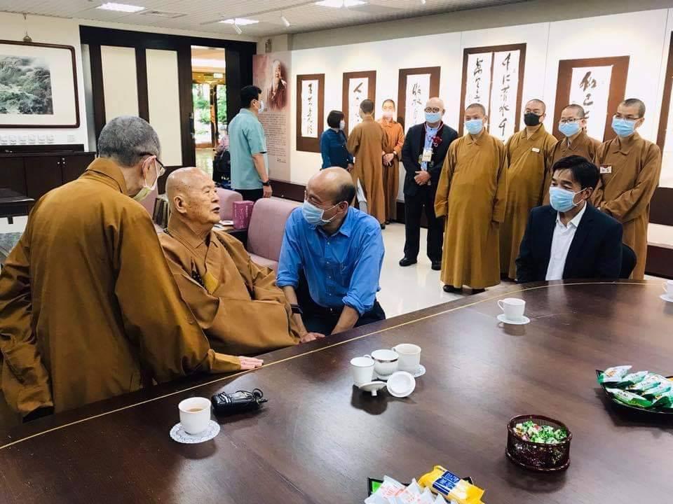 今天佛光山舉辦供僧法會,同時也是星雲大師的93歲生日,韓國瑜前往佛光山祝壽。圖/...