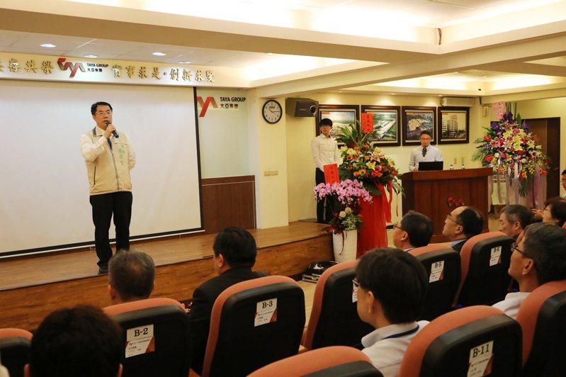 台南市長黃偉哲表示,儲能設備可解決綠能發電的不穩定,未來可望發展至一般家庭用戶。記者陳俞安/攝影