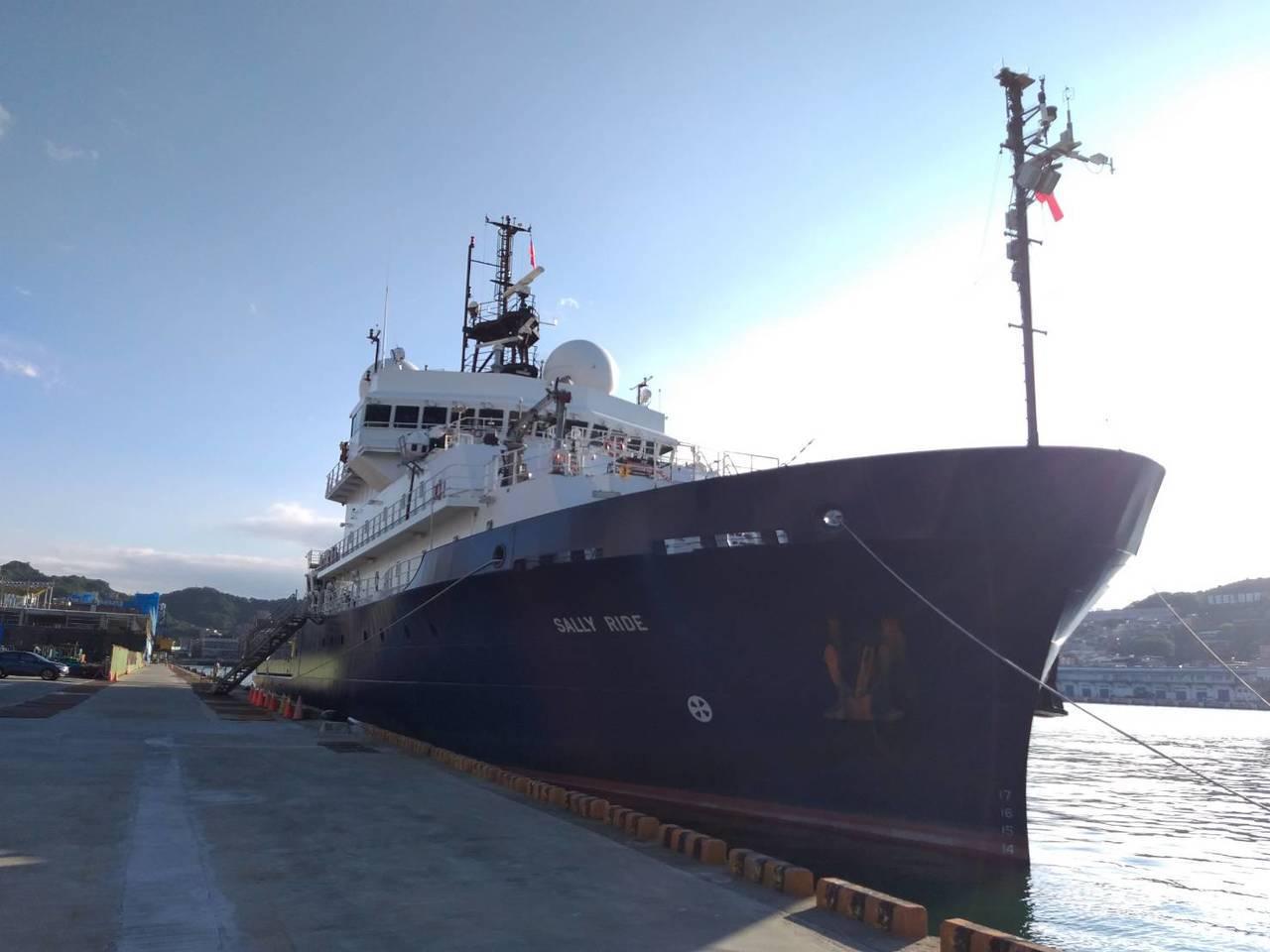 美國海軍科學研究船「莎莉萊德號(Sally Ride)」今天泊靠基隆港東4碼頭,...