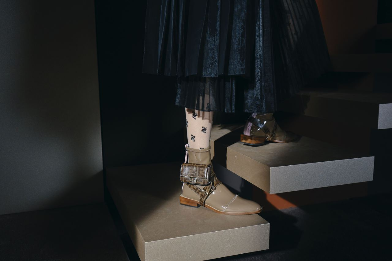 Nano Baguette背扣可搭配在包款或鞋履上成為時髦裝飾。圖/FENDI提...