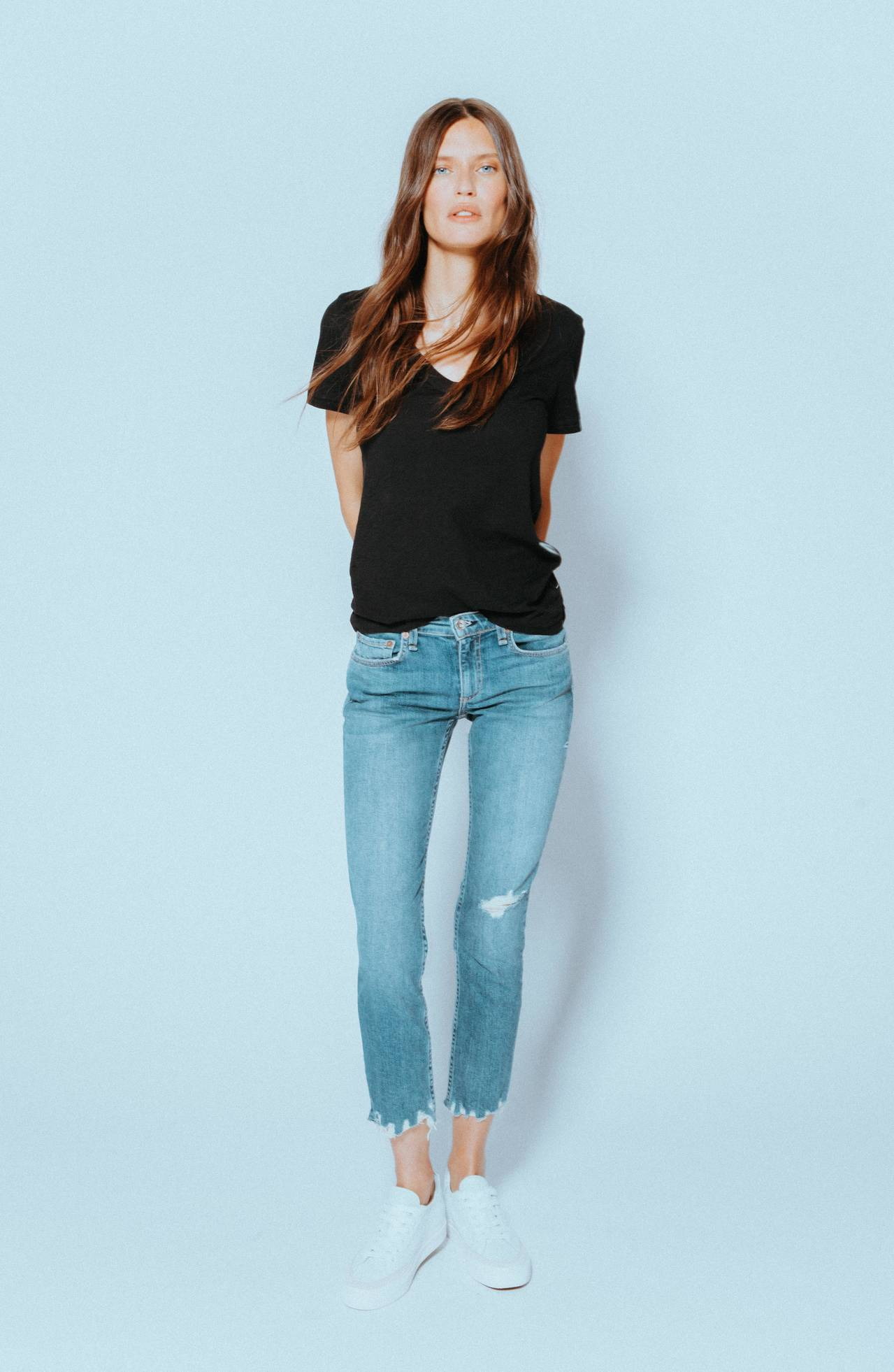 Bianca Balti身穿Dre低腰合身款Boyfriend Jeans。圖/...